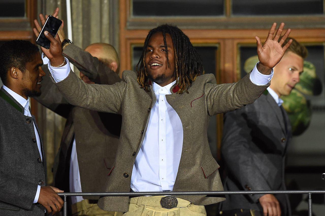 Juventus Turin verhandelt mit dem Berater von Douglas Costa