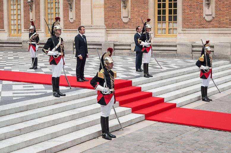 Der französische Präsident Emmanuel Macron ist erst seit gut zwei Wochen im Amt, hat aber schon sehr deutlich gemacht, dass er selbstbewusst auftreten kann.