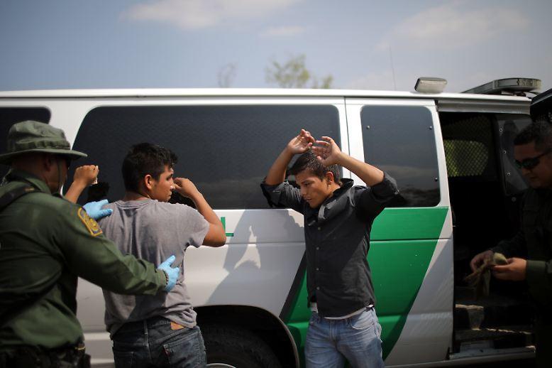 In den letzten Monaten der Präsidentschaft von Barack Obama überquerten jeden Tag Hunderte Einwanderer den Fluss.