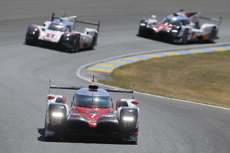 Für Toyota schienen die Zeichen beim legendären 24-Stunden-Rennen in Le Mans diesmal auf Sieg zu stehen. Die Japaner starteten in der LMP1 von der Pole und schienen einen echten Lauf zu haben.
