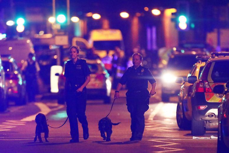 """""""Ich habe vom Fenster viele Schreie gehört, es herrschte Chaos"""", berichtet eine Anwohnerin dem Sender BBC."""