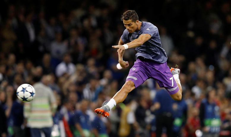 Cristiano Ronaldo hebt ab ...