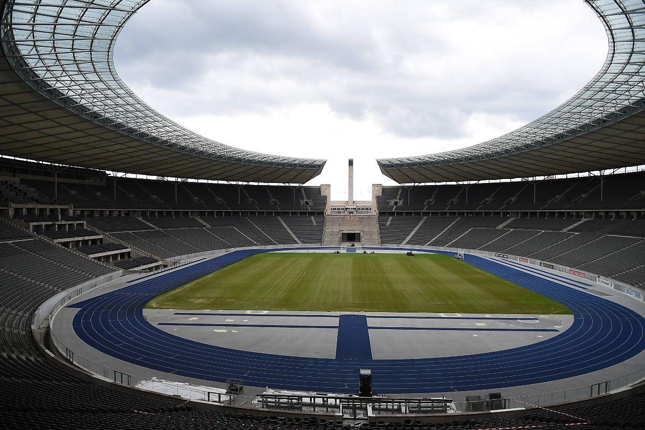 Hertha freut's | U2 bezahlt neuen Rasen für Klopp