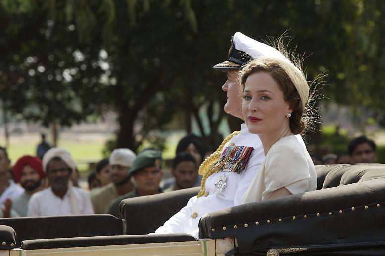 Vor 70 Jahren, am 15. August 1947, entließen die britischen Kolonialherren Indien in die Unabhängigkeit - in Person von Lord Louis Mountbatten (Hugh Bonneville). Er trat im März 1947 sein Amt als letzter Vizekönig Indiens an, ...