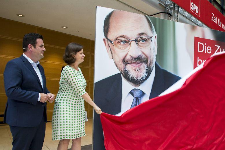 Als letzte der großen Parteien hat die SPD ihre Werbeplakate für die Bundestagswahl 2017 vorgestellt. Eckehard Ernst, Geschäftsführer der Werbeagentur Comeo, bewertet für n-tv.de die Motive.