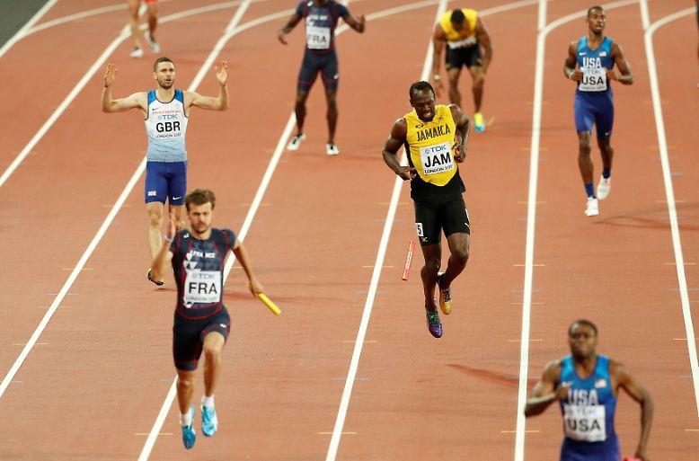 ... Nach knapp 50 Metern erleidet die Sprint-Legende während der 4x100-Meter-Staffel bei den Weltmeisterschaften in London einen Muskelkrampf ...