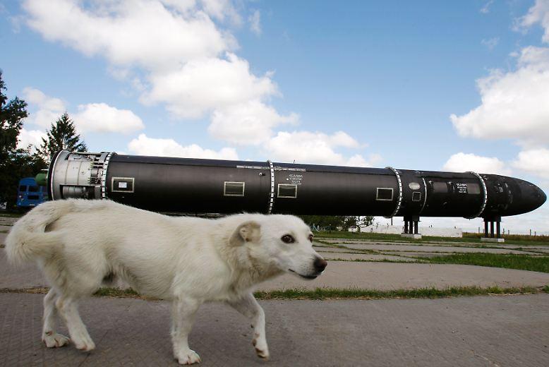 ... sind beispielsweise in der Ukraine frühere  Atomwaffenstützpunkte praktisch für jedermann zugänglich. (chr)