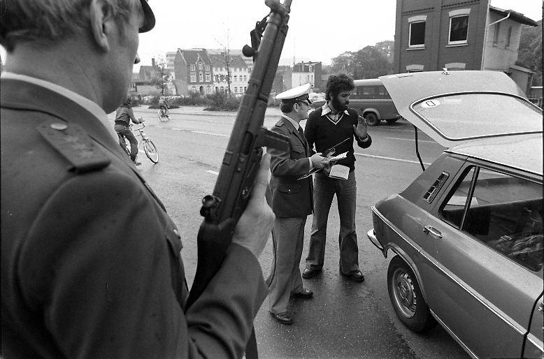 Es ist der 13. Oktober 1977. Die Rote Armee Fraktion hält die Bundesrepublik Deutschland in Atem.