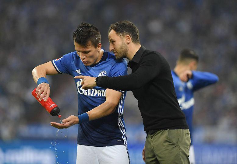 """""""Wir sind auf einem guten Weg. Wir haben ein gutes Spiel gemacht gegen einen guten Gegner"""", sagt Schalke-Trainer Domenico Tedesco ..."""