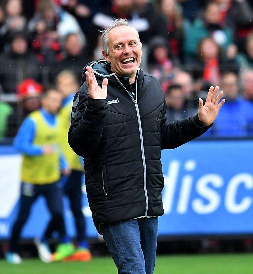 Freiburgs Trainer Christian Streich missfällt offenbar die Spielweise der Berliner.