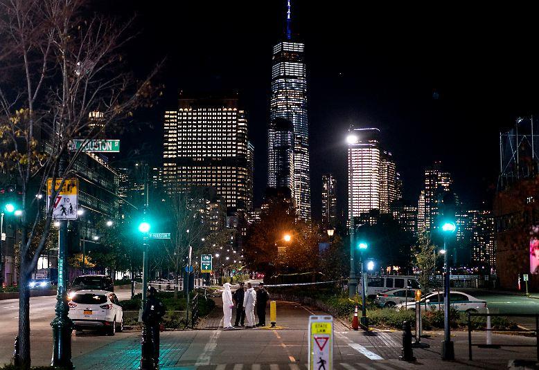 In New York kommt es an Halloween zu einem blutigen Anschlag.