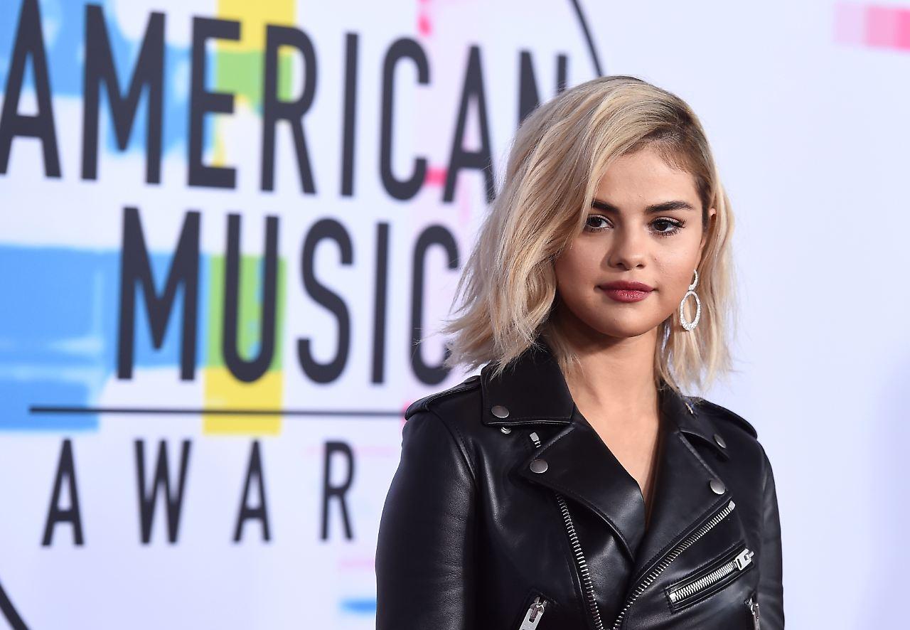 AMAs 2017: Selena Gomez überrascht mit blond