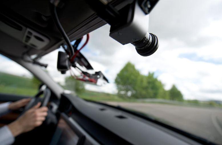 """""""Die Gesellschaft akzeptiert es nicht, wenn Computer Menschen töten."""" (Der Chef des Autozulieferers MobilEye, Amnon Schaschua, am 15. Januar zu Erwartungen an selbstfahrende Autos, keine Fehler zu machen, die zu Todesfällen führen.)"""