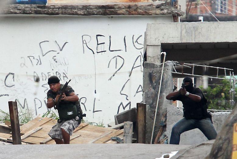 Etwa 900 Elendsviertel umgeben Rio des Janeiro, die Millionenmetropole am Zuckerhut.