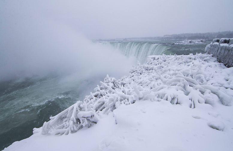 Ein beliebtes Ausflugsziel sind die Niagarafälle an der Grenze zwischen den USA und Kanada ohnehin.
