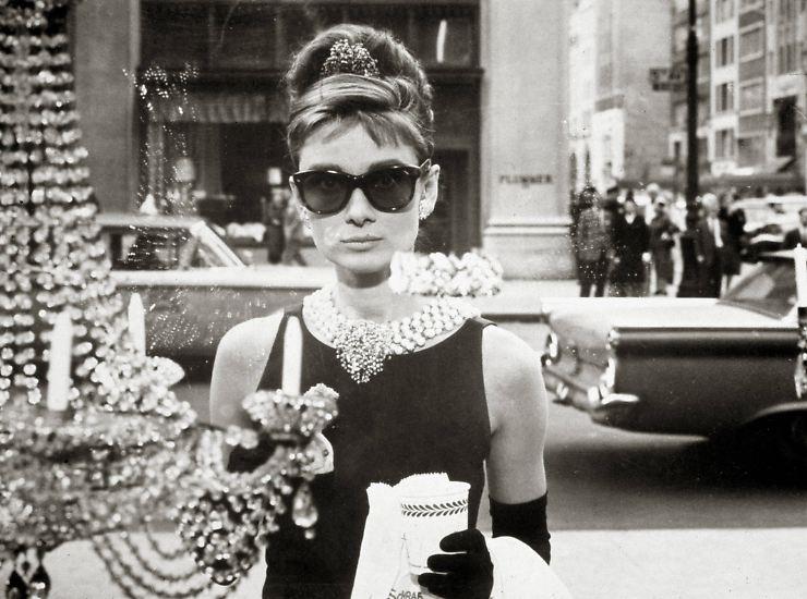 """Es ist eines der berühmtesten Kleider der Filmgeschichte: das """"Kleine Schwarze"""", das Audrey Hepburn in """"Frühstück bei Tiffany"""" trägt."""