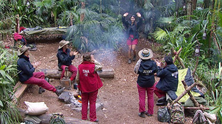 Der 14. Tag im Dschungel beginnt traurig. Kattia muss das Camp verlassen und darf zurück zu ihrem CDU-Politiker und Foodporner.