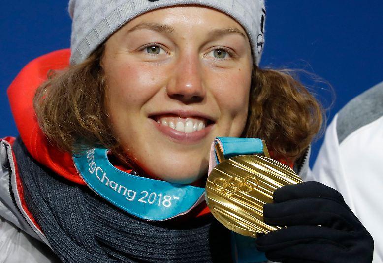 Biathletin Laura Dahlmeier legt im Sprint über 7,5 Kilometer die Messlatte für das deutsche Olympia-Team mit insgesamt 154 Athleten hoch.