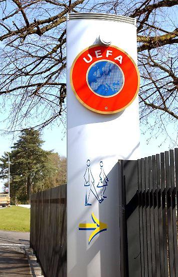 Deutschland richtet die Fußball-Europameisterschaft 2024 aus. Das hat das Exekutivkomitee der Uefa am Donnerstagnachmittag im schweizerischen Nyon entschieden. Einziger Gegner des DFB war die Türkei.