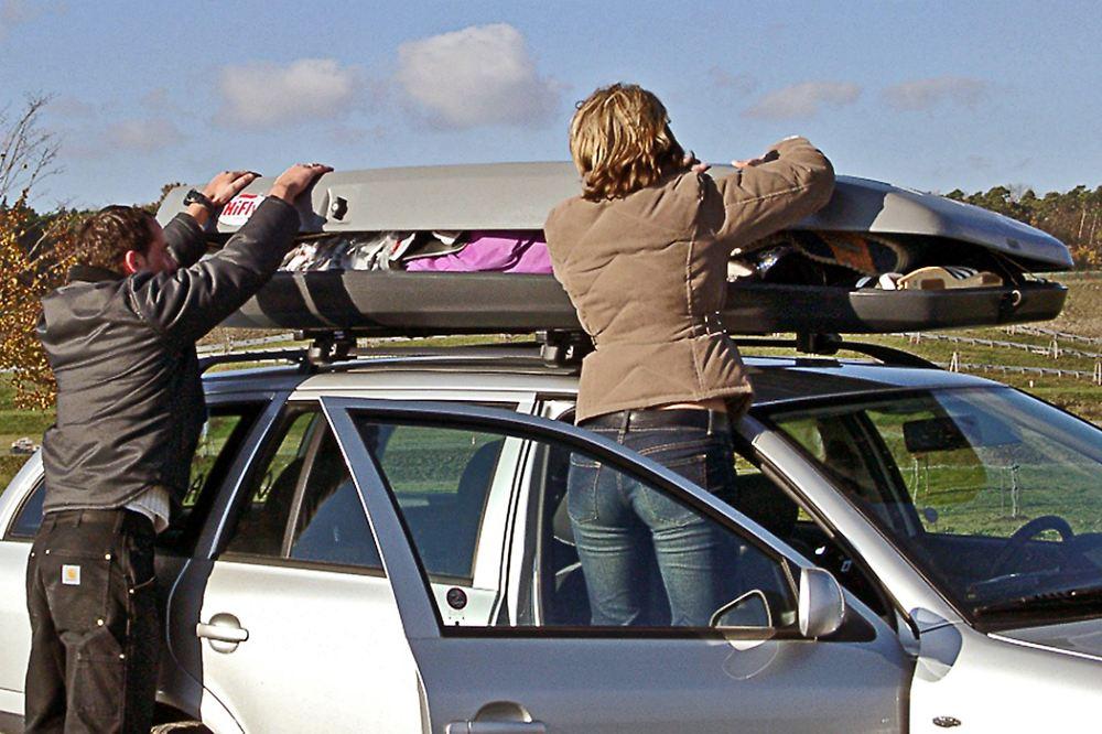 sicher in den skiurlaub dachboxen richtig packen n. Black Bedroom Furniture Sets. Home Design Ideas