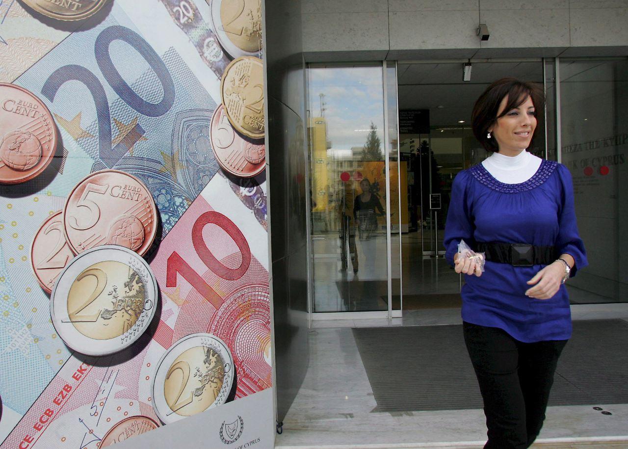 Brief Nach Zypern Dauer : Im griechischen sog moody s stuft zypern herab