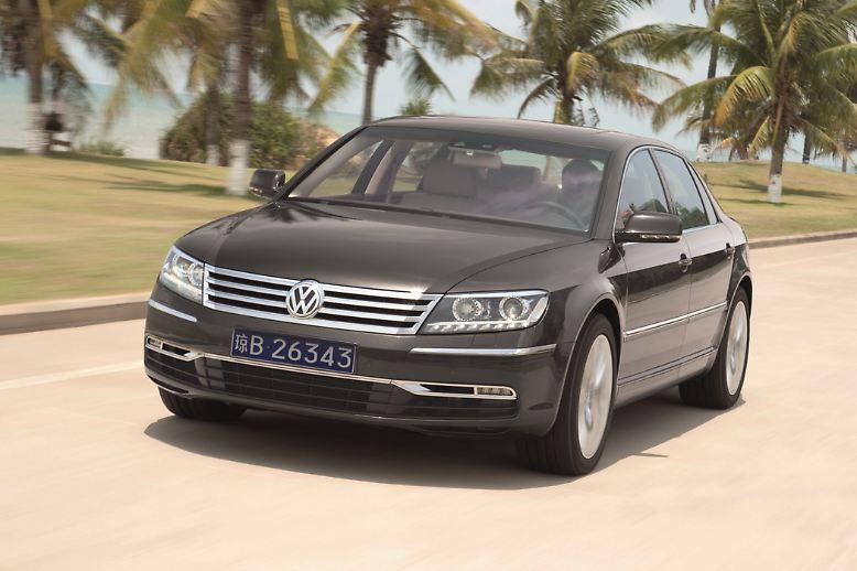 Platz 10. Der VW Phaeton ist wohl die Oberklasse-Limousine mit dem geringsten Großmann-Faktor in Deutschland. Der häufig unterschätzte Edel-Wolfsburger bringt es in der Langversion aber immerhin auf 5,18 Meter von Stoßstange zu Stoßstange (Kurzversion 5,06 Meter). Der Abstand zum Passat ist beträchtlich. Preis für die Langversion: ab 75.200 Euro.