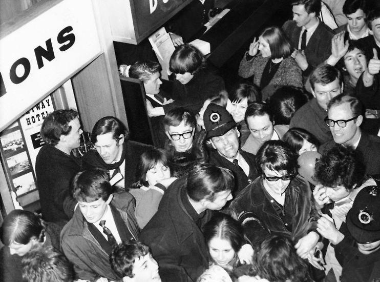 """Hysterische Fans hatte er wohl nur einmal: Als er 1965/66 auf die elektrische Gitarre umstieg und in England als """"Judas"""" beschimpft wurde."""
