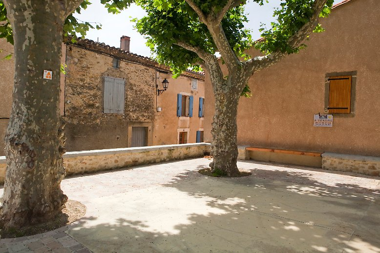 Bis vor wenigen Jahren war Bugarach, eine kleine Gemeinde in der französischen Region Languedoc-Roussillon, ein verschlafener, ruhiger Ort. Hier sagten sich Fuchs und Hase gute Nacht (oder eben renard und lièvre bonne nuit)
