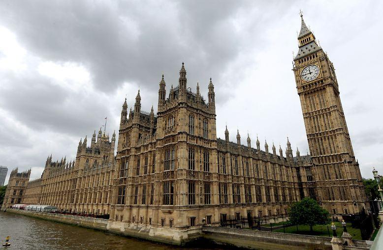 Am Donnerstag kommt in London das Unterhaus zu einer Krisensitzung zusammen, um Gegenmaßnahmen zu erörtern. Premier Cameron hatte die Parlamentarier aus der Sommerpause zurückgeholt.