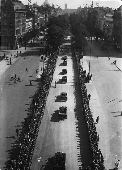 Viele Bilder und Filmaufnahmen über das Deutschland vor 70 Jahren, die wir heute kennen, ...