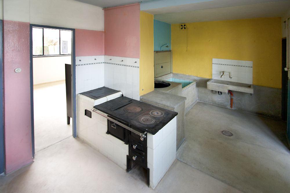 volksbedarf vom bauhaus haus anton aufwendig saniert n. Black Bedroom Furniture Sets. Home Design Ideas