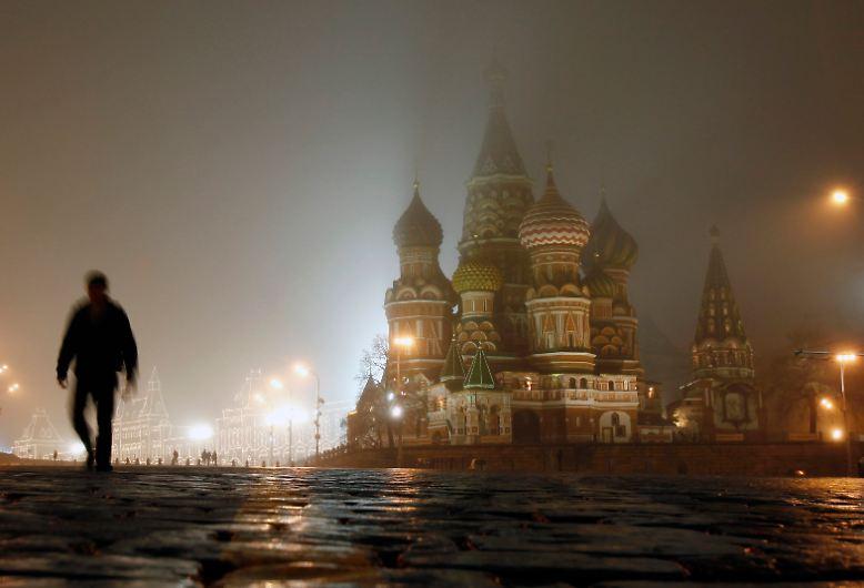 Nebel umhüllt die Basilius-Kathedrale ...