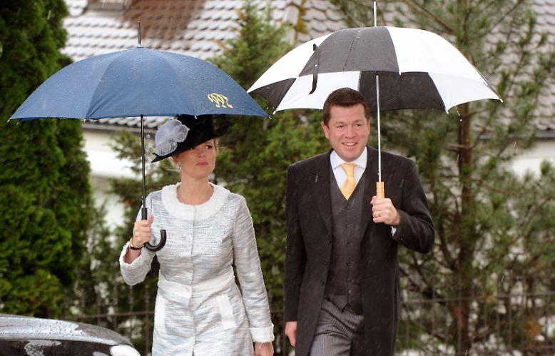 Trotz der Affäre wurde schon bald wieder über sein Comeback spekuliert. Anfang dieses Jahres erklärte Guttenberg dann, er strebe keine Rückkehr zur Bundestagswahl 2013 an und ziehe sich längerfristig aus der Öffentlichkeit zurück.