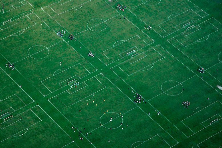 ... auch Abseits der großen Fußballbühne, auf den kleinen Bolzplätzen, die die Welt bedeuten.