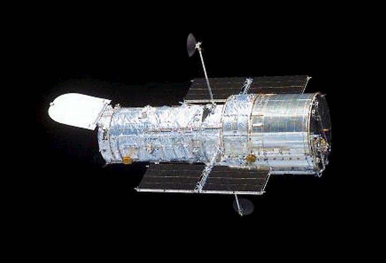 """Am 24. April 1990 wurde das Weltraumteleskop """"Hubble"""" an Bord der US-amerikanischen Weltraumfähre """"Discovery"""" ins All geschossen, um einen Tag später im Orbit ausgesetzt zu werden."""