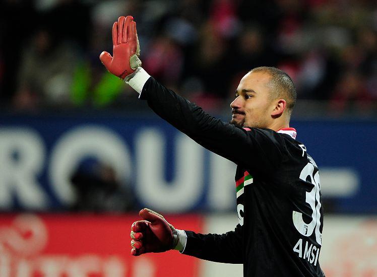 """Am besten wäre ohnehin ein Unentschieden, folgt man Augsburgs Keeper Mohamed Amsif. Schließlich ist es ja so: """"Für Fürth wird es um Leben und Tod gehen und für uns genauso."""""""