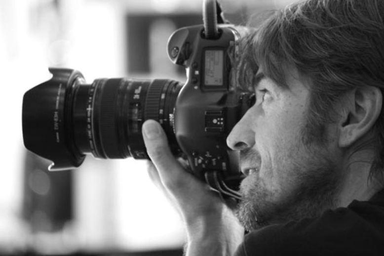 ... Playboy-Fotograf Andreas Reiter bewerben müssen. Und weil der Kunde König ist, entscheidet der im Rahmen eines Internet-Votings, welche der Schönen sich vor der Linse räkeln darf.