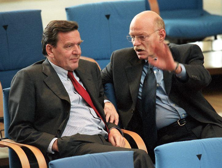 Er gehörte 29 Jahre dem Bundestag an, davon 8 Jahre als Fraktionschef der SPD.