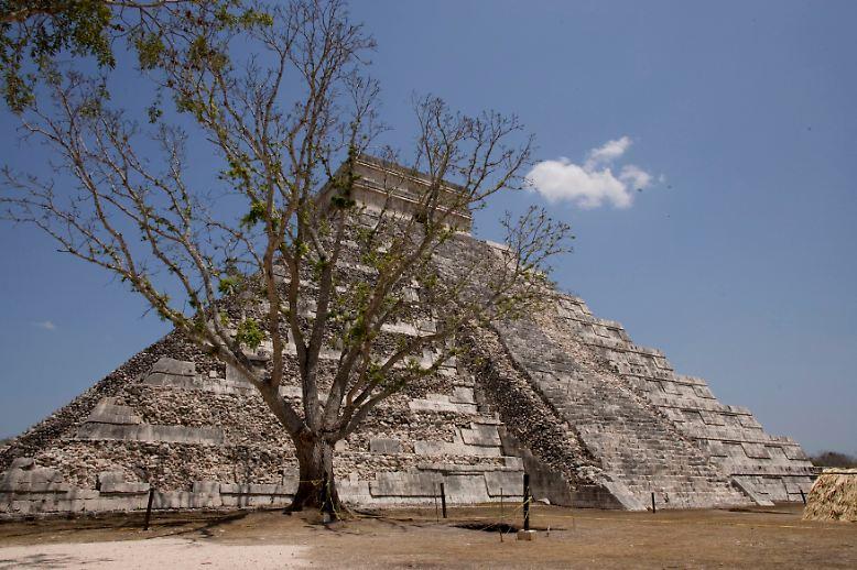 21. Dezember: Eigentlich soll  - mal wieder- die Welt untergehen. Das wollen Wissenschaftler aus dem Ende eines Maya-Zeitalters abgelesen haben. Doch bisher ist nichts passiert. Die Maya feiern einen neuen Abschnitt in ihrer Zeitrechnung.