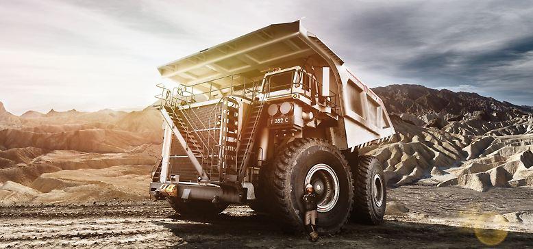 Wer sich jetzt für den Heavy Equipment Calendar 2013 begeistert, kann ihn auf www.baumaschinen-kalender.de in drei Formaten ab 14,90 Euro bestellen.
