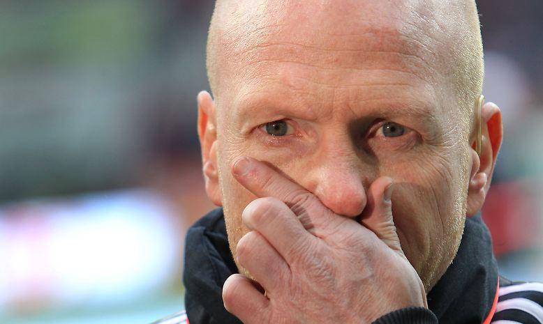 Bayerns Sportvorstand Matthias Sammer am 17. Dezember in München auf eine Nachfrage zu seinem temperamentvollen Verhalten dem vierten Schiedsrichter gegenüber.