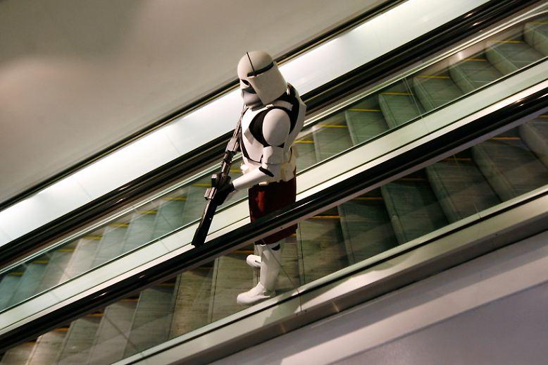 """Wie sagte der US-amerikanische Komiker Mitch Hedberg: """"Eine Rolltreppe kann eigentlich nie kaputtgehen. Wenn sie mal nicht funktioniert - dann ist sie eben eine Treppe."""""""