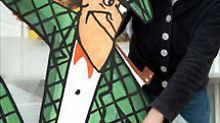 Nick Knatterton wird für eine Ausstellung ausgepackt (Archivbild von 1998).