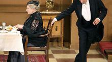 In Deutschland wird der Sketch vielfach im Theater aufgeführt. (im Bild: Margit Sponheimer als Fräulein Sophie und Wolfgang Flamme als Butler James im Volkstheater in Frankfurt am Main)