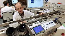 CARL ZEISS MEDITEC beliefert Ärzte und Kliniken der Welt mit Instrumenten und Geräten der Augenheilkunde und der Neuro-, Hals-, Nasen- sowie Ohrenchirurgie.