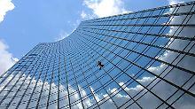 Das Investment in Bürogebäude ist bei Immobilienfonds beliebt - doch so schnell lassen diese sich nicht wieder zu einem guten Preis abstoßen.